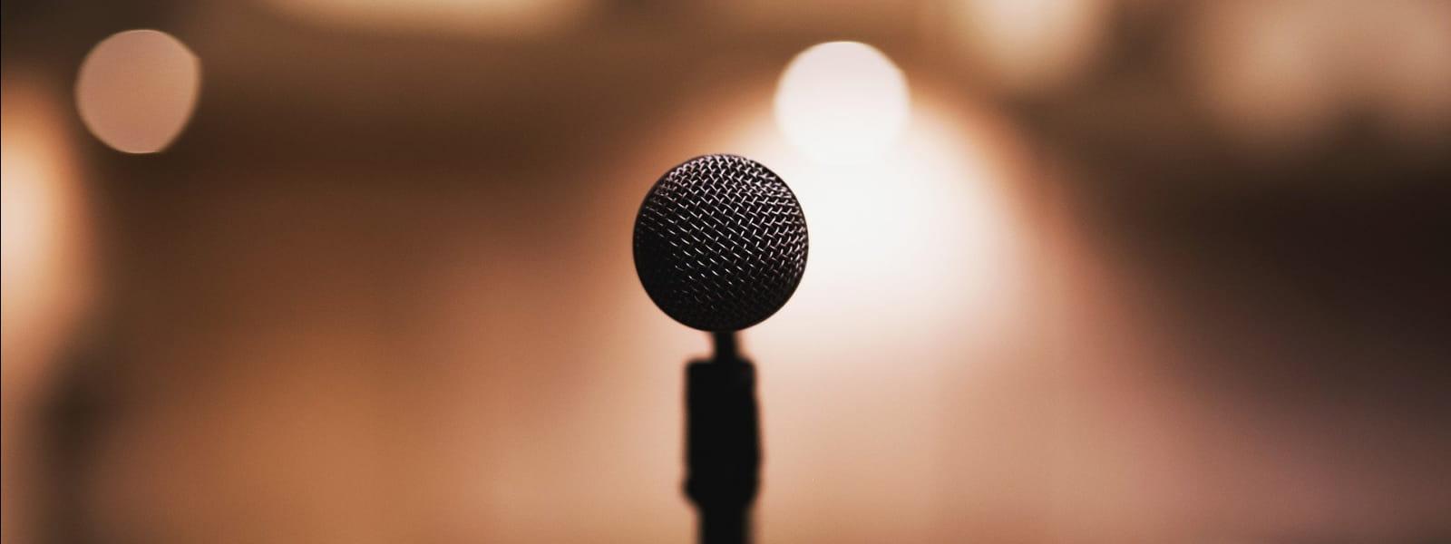 micro sur une scène
