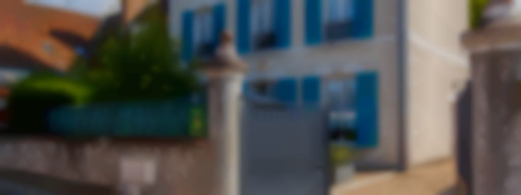 Les volets bleus côté Jardin