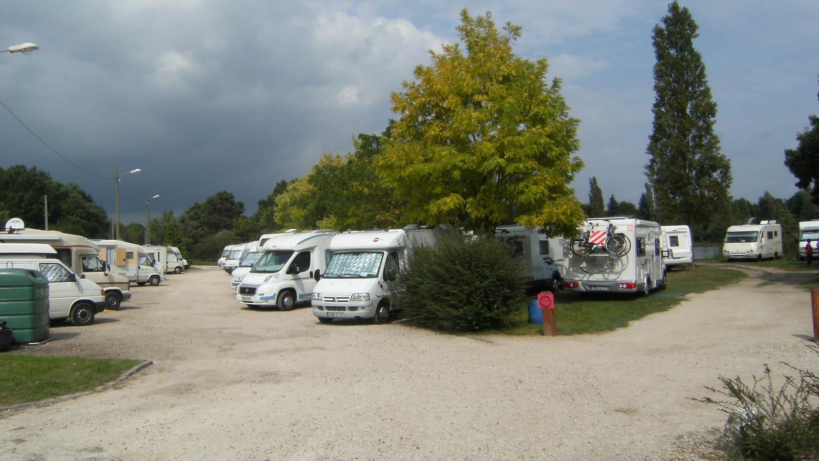 Aire de stationnement et de services pour camping-cars - La Ferté-Beauharnais