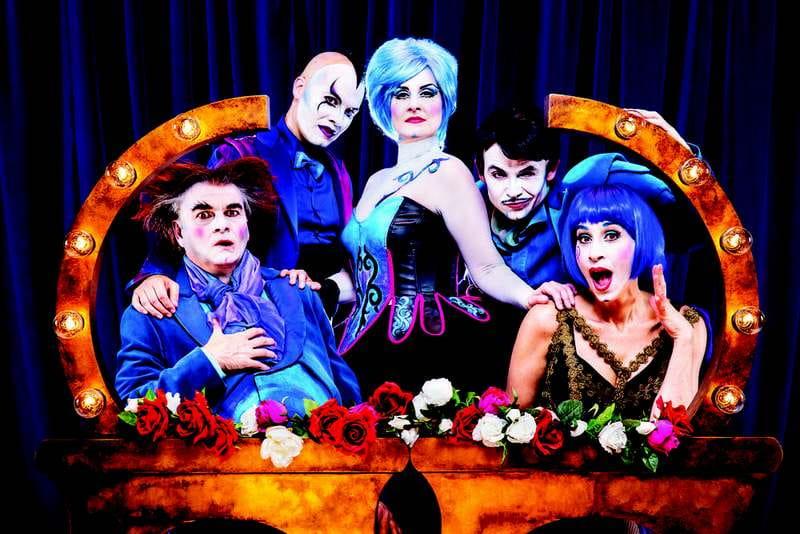 Comic opera show 'The Opera Locos' à la Pyramide
