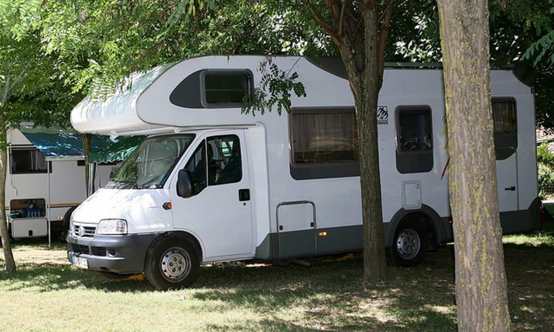 Aire communale de services camping-cars - Mennetou-sur-Cher