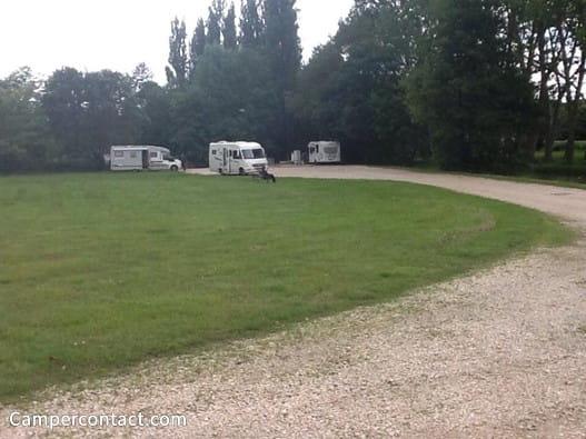 Aire de stationnement et/ou de services pour camping-cars - Route de Beaugency